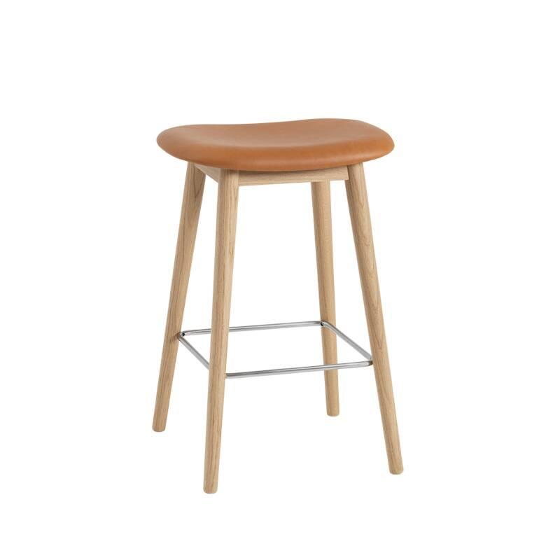 Tabouret haut Muuto FIBER BAR STOOL pieds bois siège cuir H65