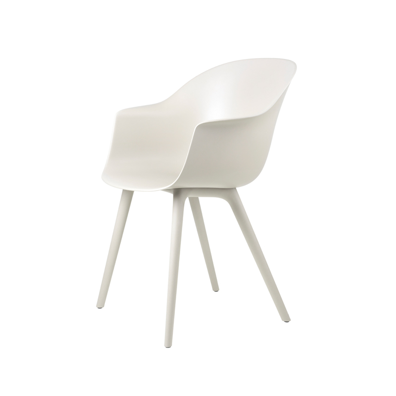 Chaise et petit fauteuil extérieur Gubi BAT OUTDOOR