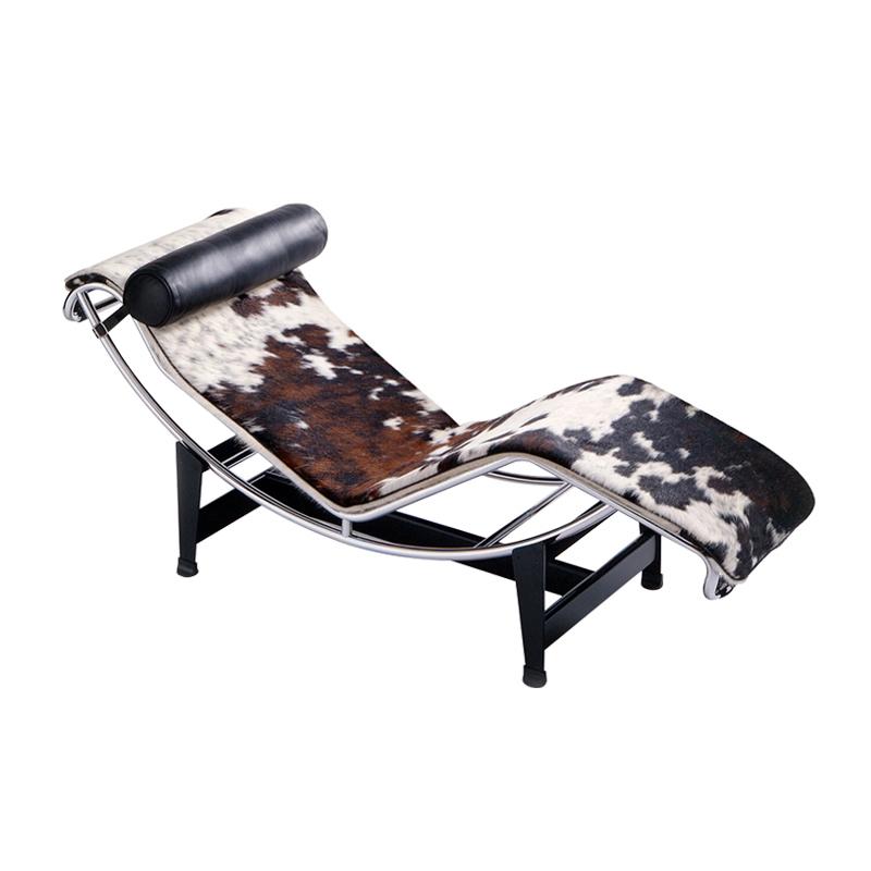 Fauteuil Cassina Chaise longue LC4 peau tachetée
