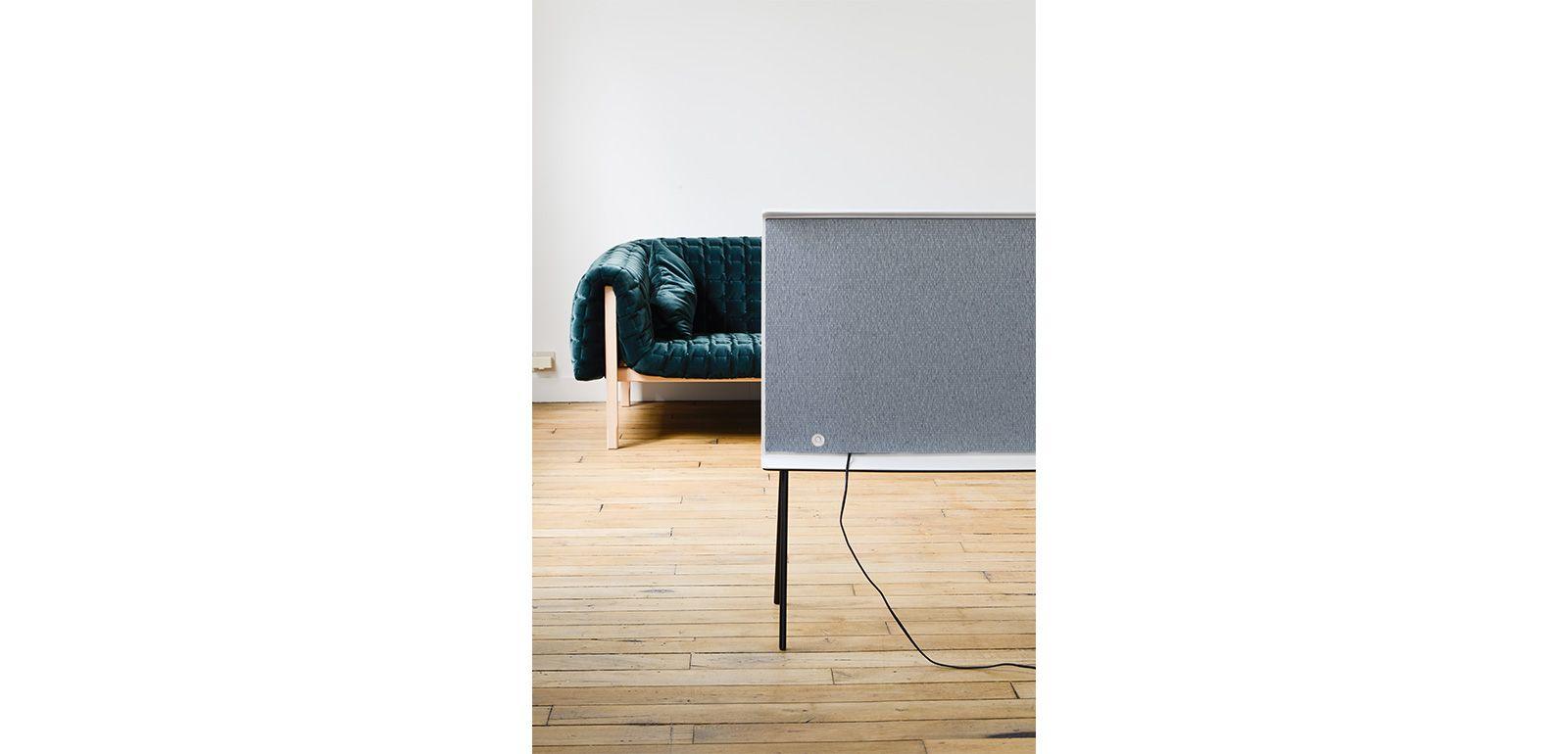 serif tv des freres bouroullec chez silvera wagram silvera. Black Bedroom Furniture Sets. Home Design Ideas