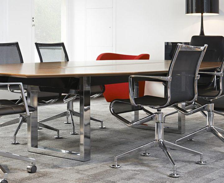 Design. Jouni Leino - Table de réunion In-Tensive - piètement arche