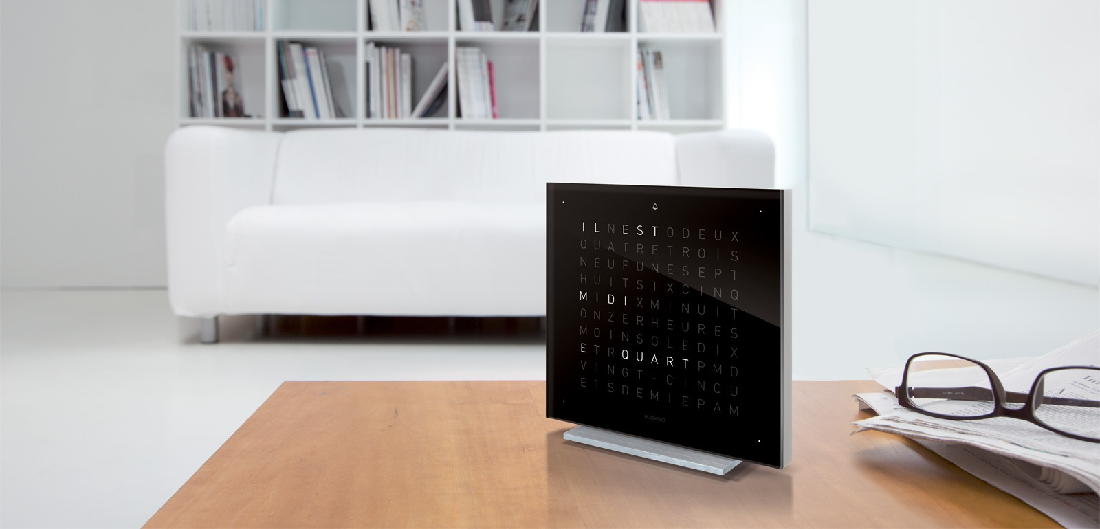 les horloges qlocktwo silvera kleber silvera. Black Bedroom Furniture Sets. Home Design Ideas